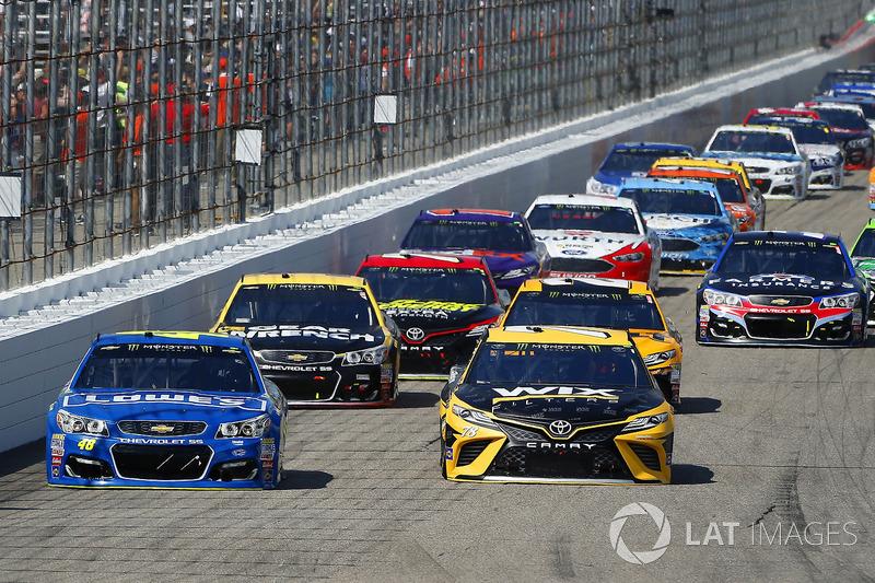 Jimmie Johnson, Hendrick Motorsports Chevrolet, Martin Truex Jr., Furniture Row Racing Toyota