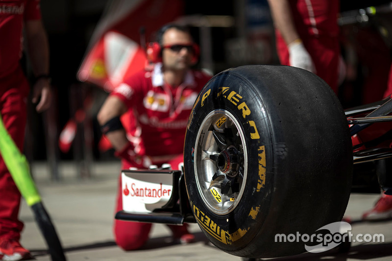 Ferrari SF70H makes a practice pitstop