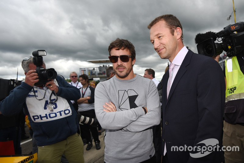 Fernando Alonso, Townsend Bell on the grid