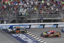 Martin Truex Jr., Furniture Row Racing Toyota, Erik Jones, Furniture Row Racing Toyota, restart