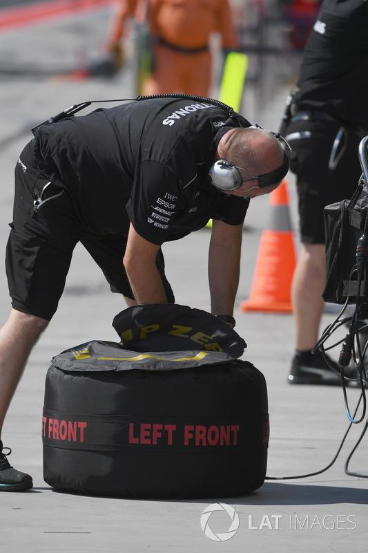 Mercedes AMG F1 mecánico, neumáticos Pirelli