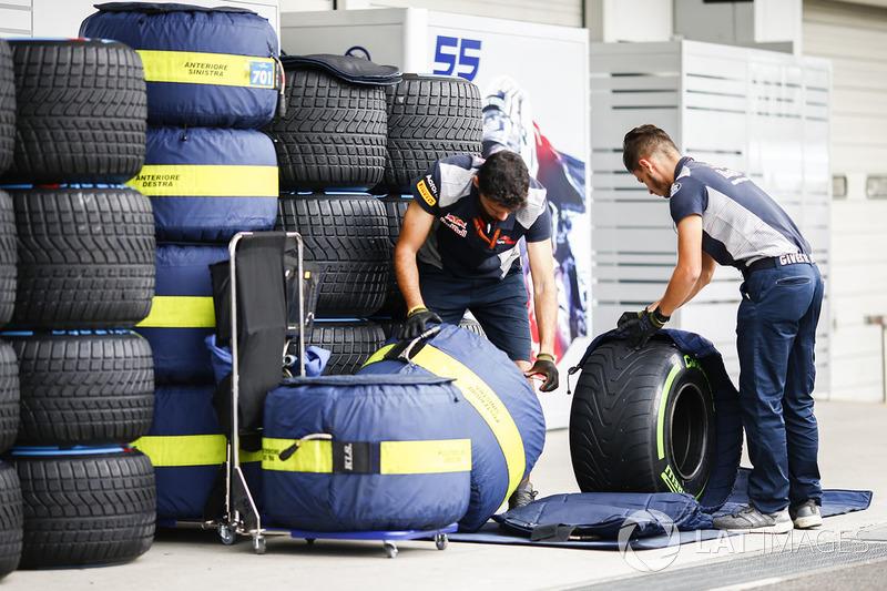 Механіки Scuderia Toro Rosso