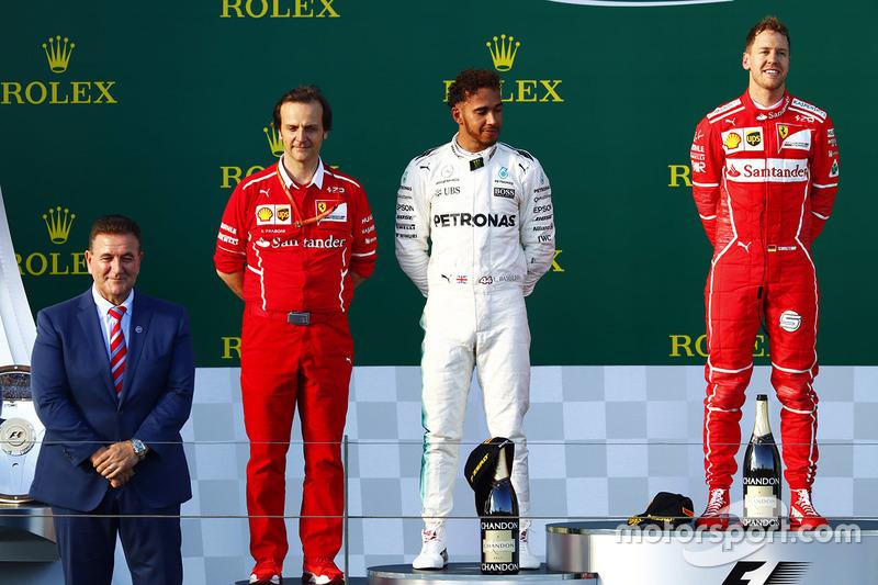 Sebastian Vettel, Ferrari; Lewis Hamilton, Mercedes AMG F1; Luigi Fraboni, Ferrari