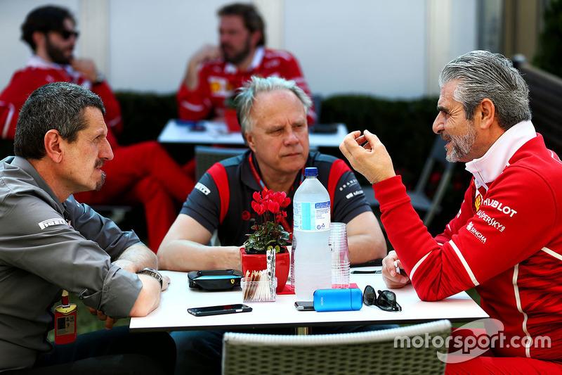 Günther Steiner, Haas F1 Team; Gene Haas; Maurizio Arrivabene, Ferrari
