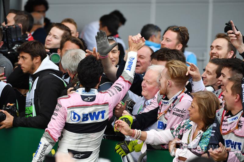 Sergio Perez, Force India, parc ferme'de podyumu kutluyor
