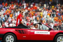 Kimi Raikkonen, Ferrari, tijdens de rijdersparade