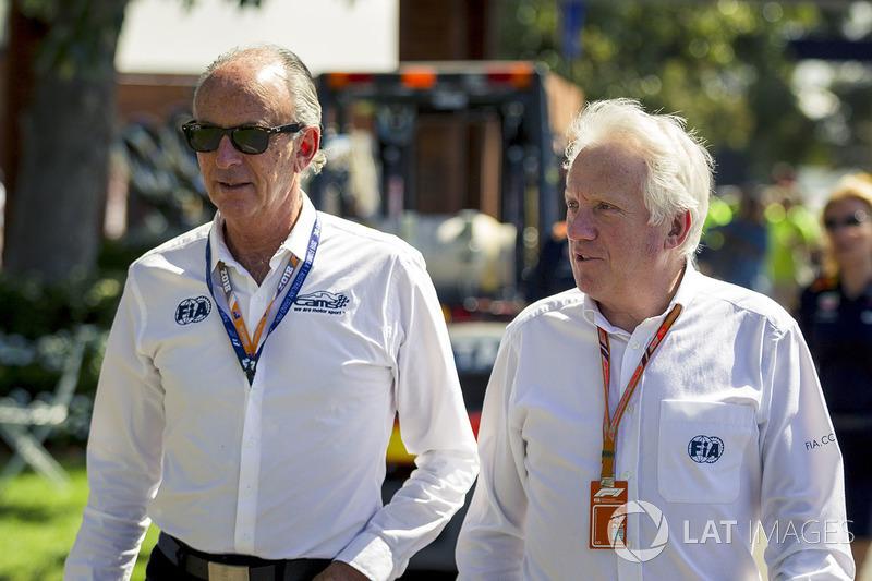 Charlie Whiting, Delegato FIA cammina lungo il circuito