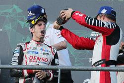 Podium: race winner #8 Toyota Gazoo Racing Toyota TS050: Sébastien Buemi