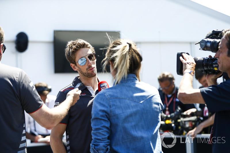 Ромен Грожан, Haas F1 Team, говорить з медіа після кваліфікації