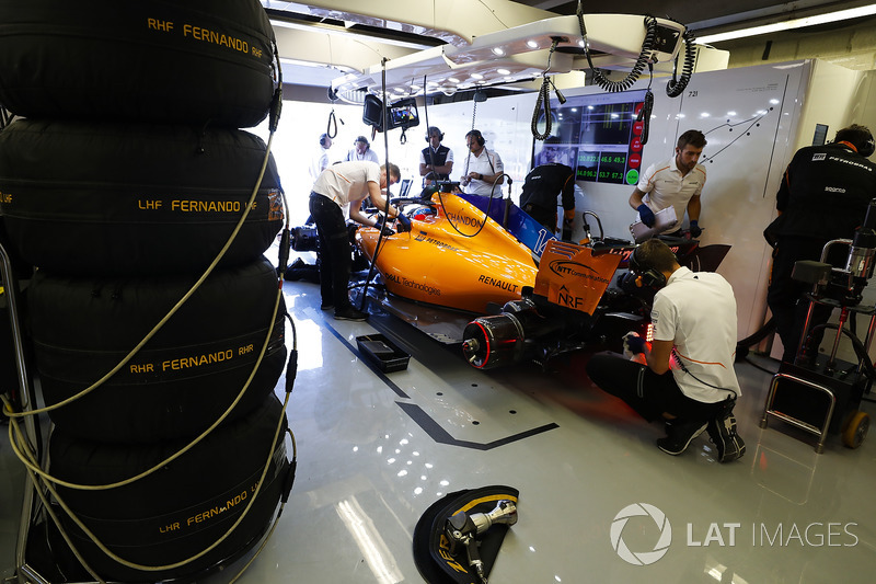 Engineers work on Fernando Alonso, McLaren MCL33, in the garage