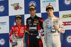 Podio Rookie Gara 3: il primo classificato Leonardo Lorandi, Baithech, il secondo classificato Enzo Fittipaldi (Prema Powerteam, il terzo classificato Olli Caldwell, BWT Mucke Motorsport