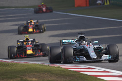 Lewis Hamilton, Mercedes AMG F1 W09, Max Verstappen, Red Bull Racing RB14 Tag Heuer, Daniel Ricciardo, Red Bull Racing RB14 Tag Heuer