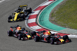 Max Verstappen, Red Bull Racing RB14 leads Daniel Ricciardo, Red Bull Racing RB14 and Nico Hulkenberg, Renault Sport F1 Team R.S. 18
