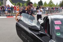 Daniel Ricciardo, Red Bull Racing y el Aston Martin DB11
