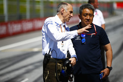 Franz Tost, Team Principal, Toro Rosso, and Masashi Yamamoto, General Manager, Honda Motorsport, on the grid