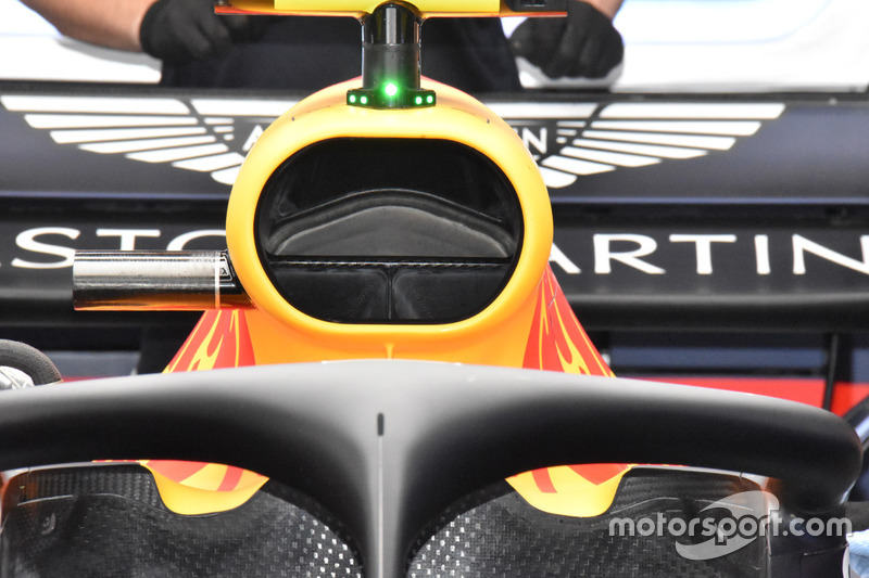 Red Bull Racing RB14, halo e airbox