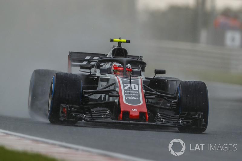 9: Кевин Магнуссен, Haas F1 Team VF-18 – 1:39.858