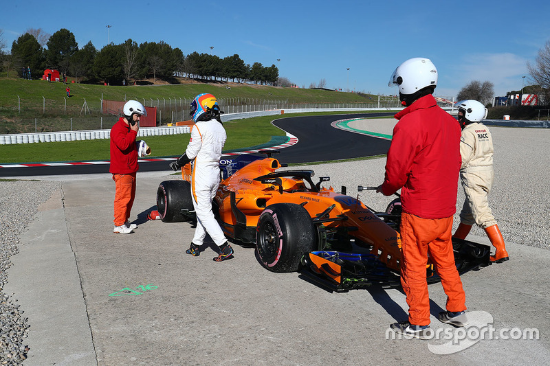 Fernando Alonso, McLaren MCL33 berhenti di pinggir trek