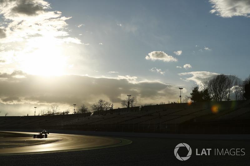 Sebastian Vettel, Ferrari SF71H, at sunset