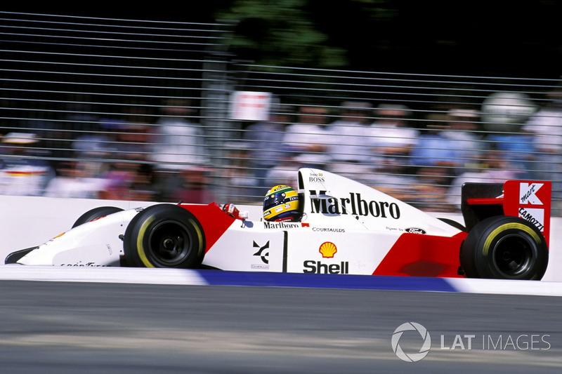 Weil der Funk versagt, hört Senna den Befehl nicht: Pole-Position!