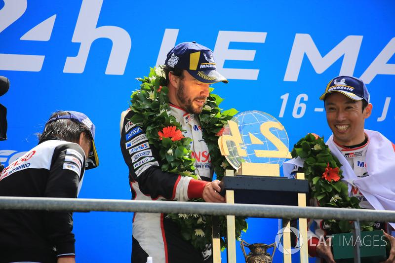 Podium : vainqueurs Kazuki Nakajima, Fernando Alonso, Toyota Gazoo Racing