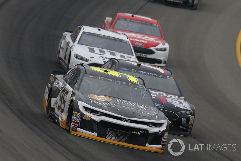 Kasey Kahne, Leavine Family Racing, Chevrolet Camaro Chevy Accessories e Clint Bowyer, Stewart-Haas Racing, Chevrolet Camaro Haas 30 Years of the VF1