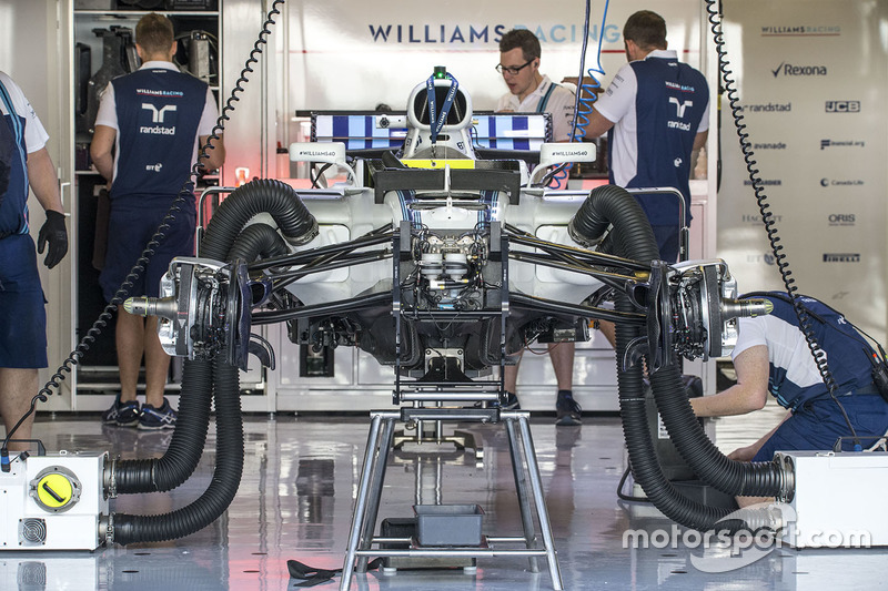 La Williams FW40 dans son garage