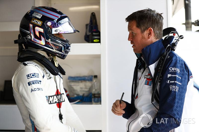 Lance Stroll, Williams Racing, discute avec Rob Smedley, chef de la performance, Williams Martini Racing