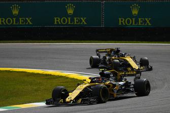 Carlos Sainz Jr., Renault Sport F1 Team R.S. 18, voor Nico Hulkenberg, Renault Sport F1 Team R.S. 18