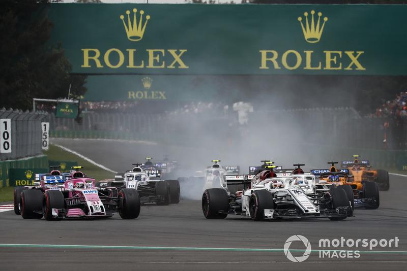 Шарль Леклер, Sauber C37, попереду суперників