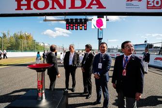 Chase Carey, Chairman, Formula One, on the grid with Honda Executives including Takahiro Hachigo, Chief Executive Officer, Honda Motor Co
