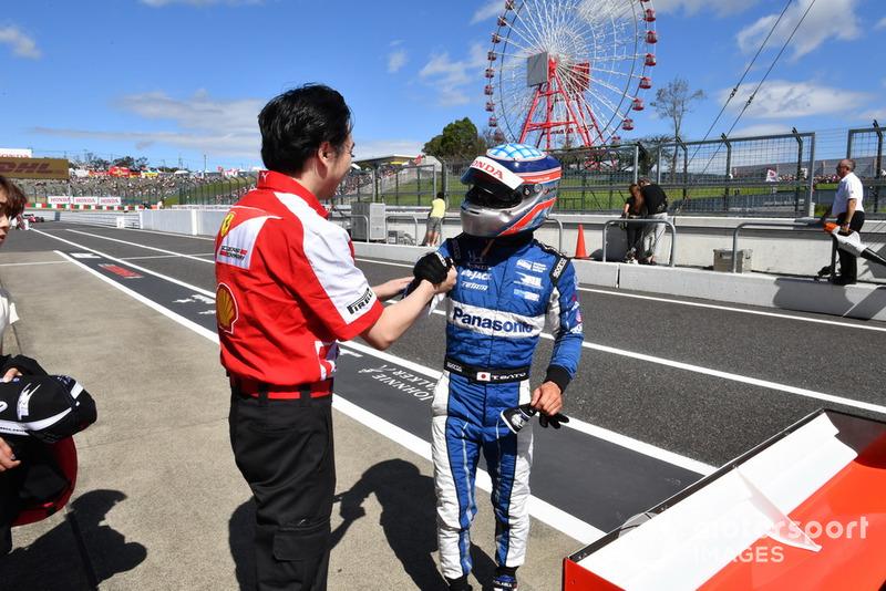 Takuma Sato lors des Legends F1 30th Anniversary Lap Demonstration