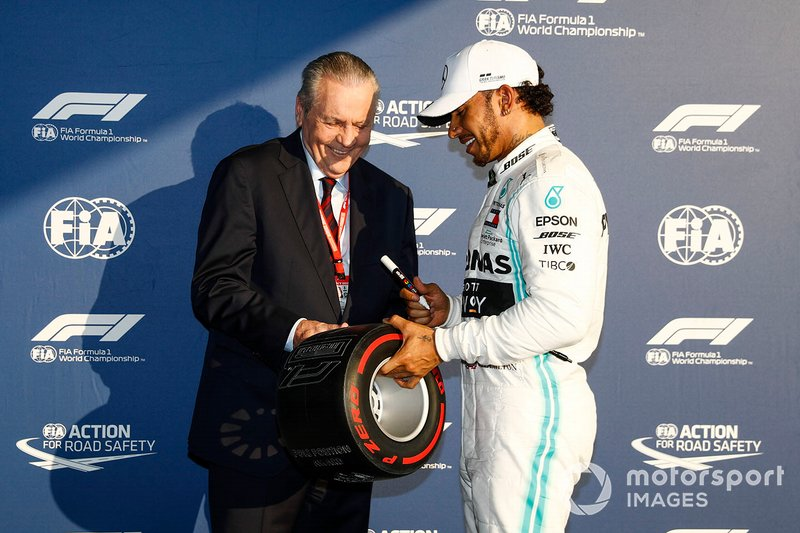 Pole Sitter Lewis Hamilton, Mercedes AMG F1 receives the Pirelli Pole Position Award in Parc Ferme from Alan Jones, Former F1 World Champion