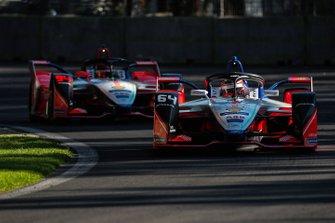 Jérome d'Ambrosio, Mahindra Racing, M5 Electro leads Pascal Wehrlein, Mahindra Racing, M5 Electro