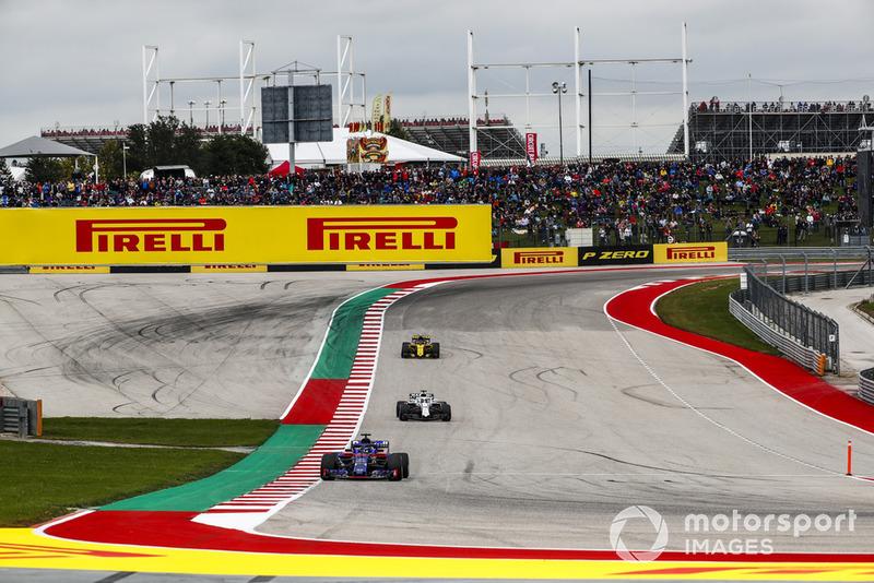 Brendon Hartley, Toro Rosso STR13, devant Lance Stroll, Williams FW41, et Carlos Sainz Jr., Renault Sport F1 Team R.S. 18