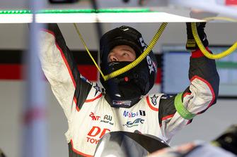 Toyota Gazoo Racing mecánico en el trabajo