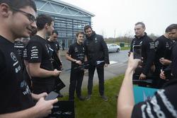 Керівник Mercedes AMG F1 Тото Вольфф з командою