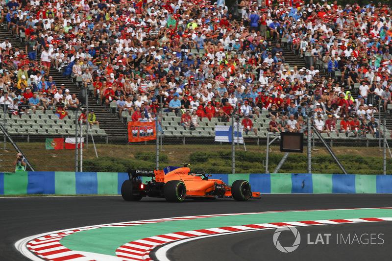 16: Stoffel Vandoorne, McLaren MCL33, 1'18.782