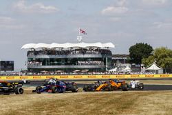 Carlos Sainz Jr., Renault Sport F1 Team R.S. 18, leads Pierre Gasly, Toro Rosso STR13, Fernando Alonso, McLaren MCL33, and Marcus Ericsson, Sauber C37