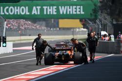 McLaren mechanics push Stoffel Vandoorne, McLaren MCL32 in pit lane