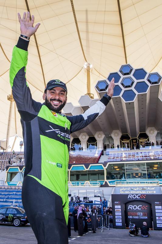 Yazeed Al-Rajhi saluda a la afición