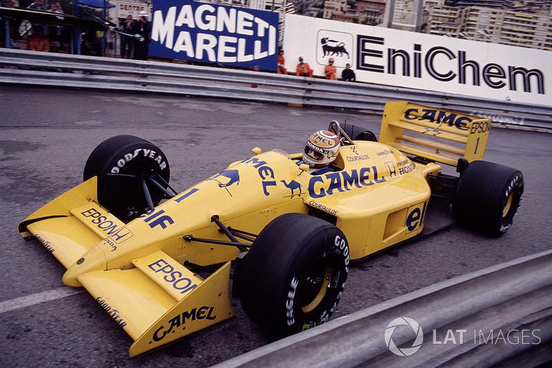 Неизбежная толчея первых поворотов привела к сходу нескольких пилотов, в том числе и Пике, который столкнулся с Эдди Чивером из Arrows.