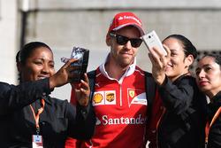 Sebastian Vettel, Ferrari fans selfies