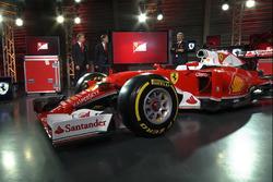 Sebastian Vettel, Ferrari; Kimi Räikkönen, Ferrari; Maurizio Arrivabene, Ferrari-Teamchef