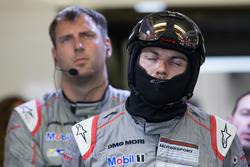 La reazione dei membri del Team Porsche al ritiro della vettura #1