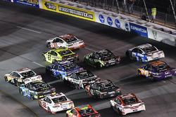 Clint Bowyer, Stewart-Haas Racing Ford, Paul Menard, Richard Childress Racing Chevrolet, Matt Kenseth, Joe Gibbs Racing Toyota