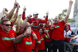 Lucas di Grassi, ABT Schaeffler Audi Sport, celebrates with his team after winnin the championship