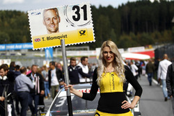 Grid girl de Tom Blomqvist, BMW Team RBM, BMW M4 DTM
