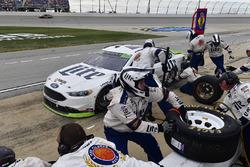 Brad Keselowski, Team Penske Ford makes a pit stop, Sunoco