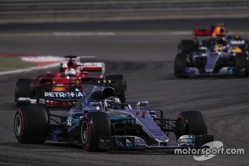 Valtteri Bottas, Mercedes F1 W08, Sebastian Vettel, Ferrari SF70H, Lewis Hamilton, Mercedes AMG F1 W08